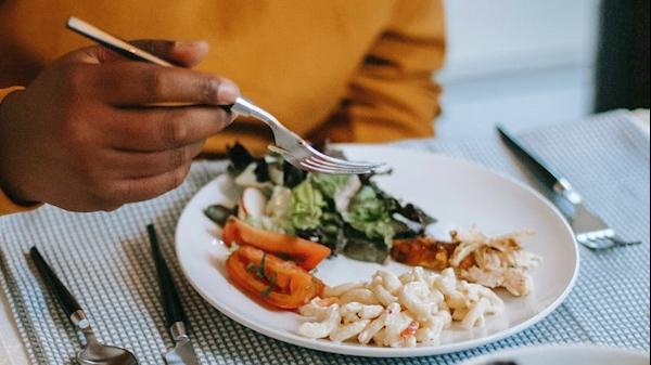 Holiday eating: How do you maintain a healthy diet?