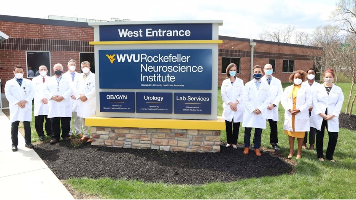 Fourth-year neurosurgery elective provides students with opportunity to learn about integrative medicine in neurosciences