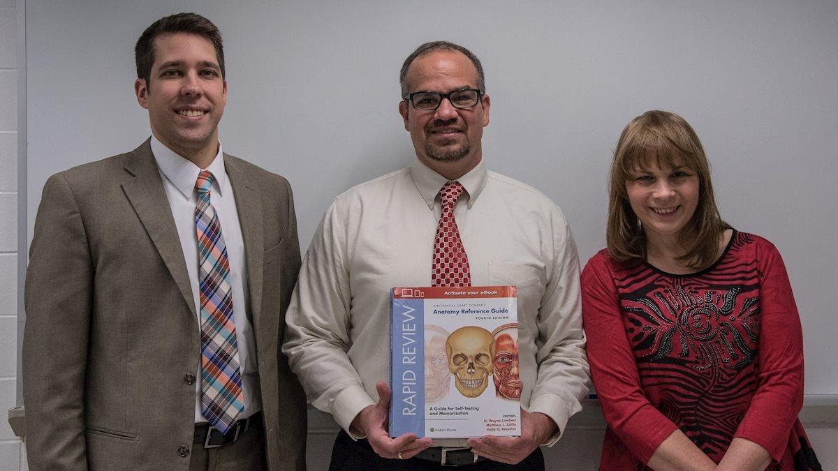 Pathology faculty publish new textbook