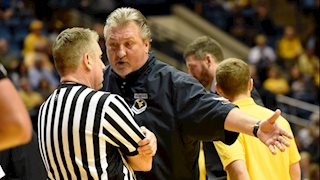 WVU's Huggins moves to Round 2 in Infiniti Coaches' Charity Challenge
